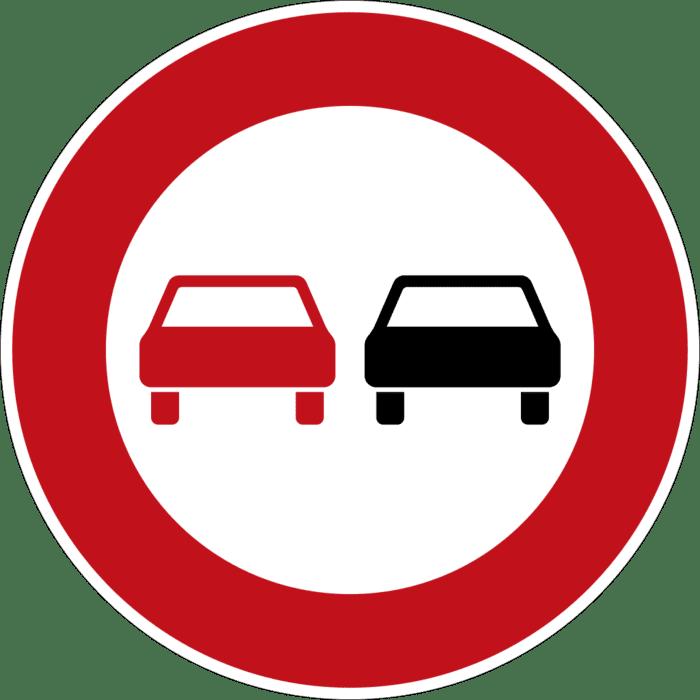 Знак «Обгон запрещен». Если его нет иразметка незапрещает выезд навстречку, обгонять можно